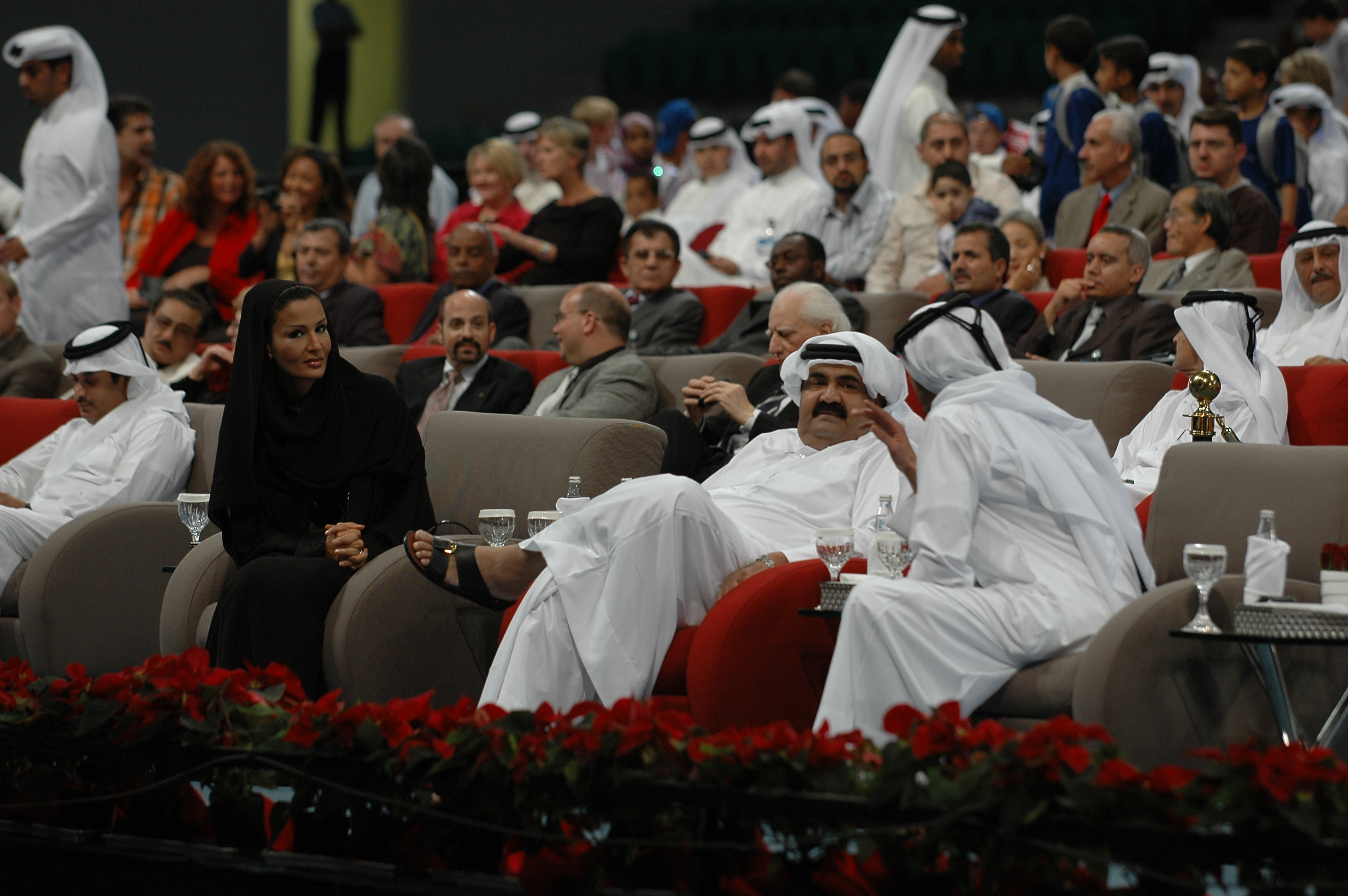 qatarphotos/watchingtheemir2.JPG